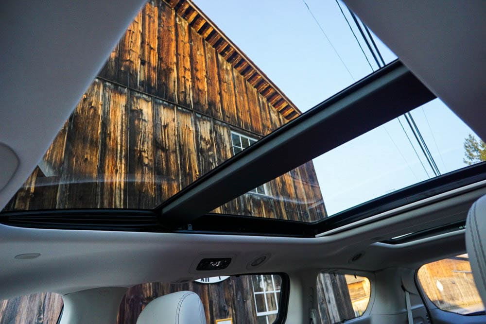 chrysler-pacifica-panoramic-sunroof