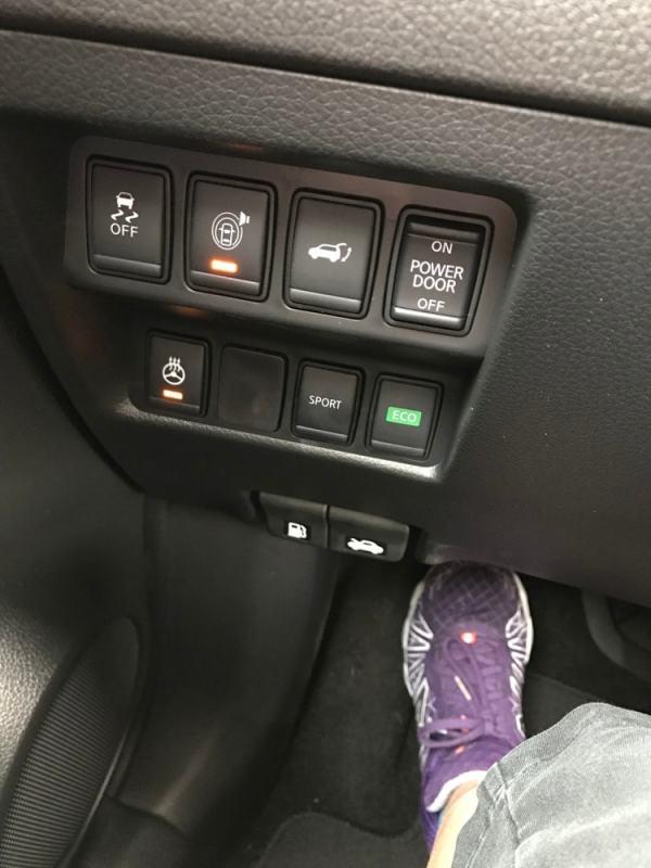 nissan-rogue-hybrid-awkward-controls