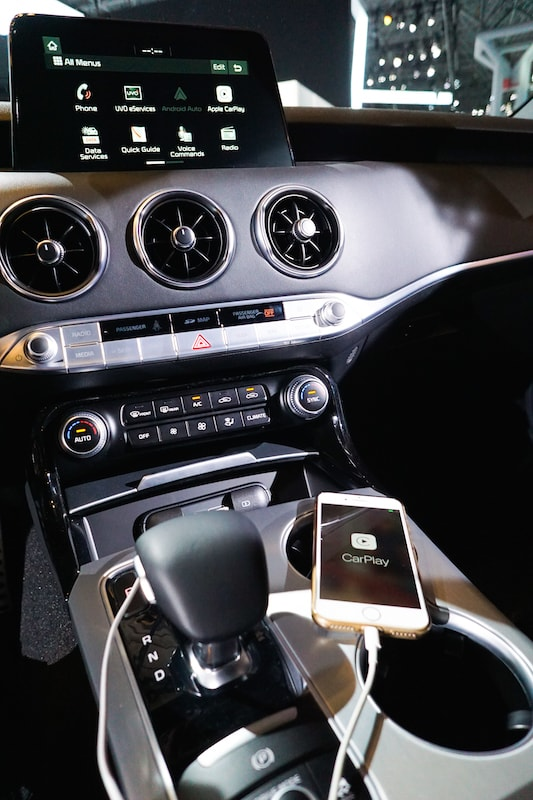 harman kardon and Apple CarPlay in the Kia Stinger
