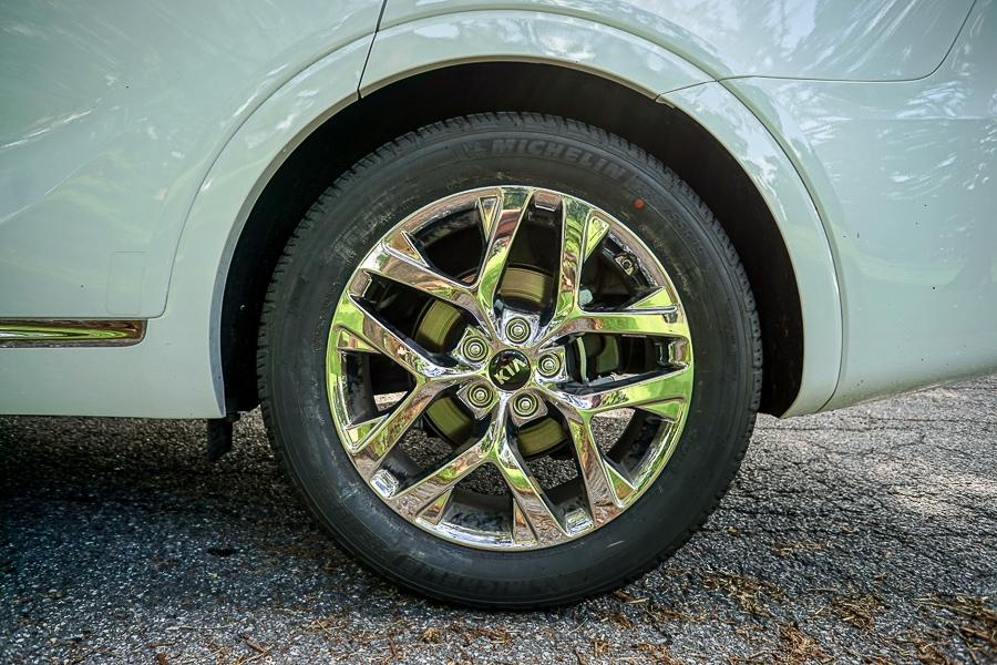 Kia Sorento chrome wheels