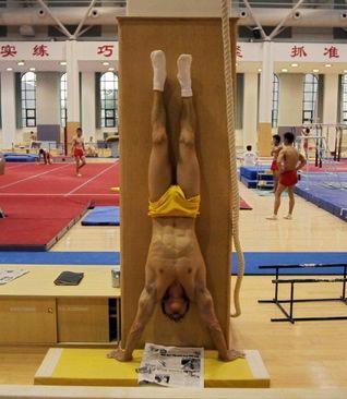 Chen Yibing Wall Handstand