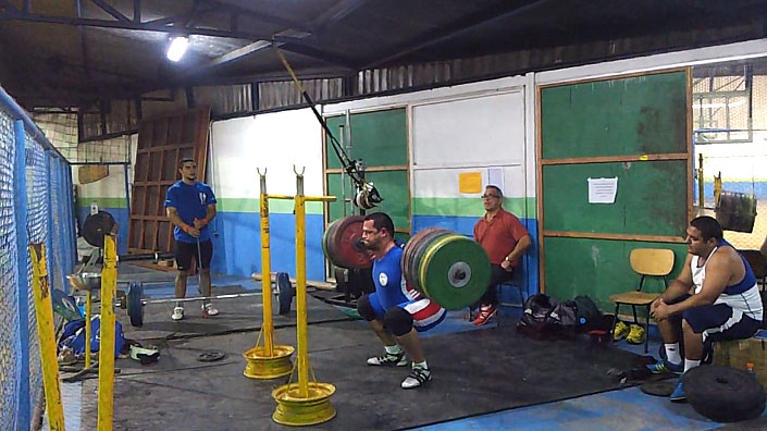 Manolo-Campos-Car-Rim-Squat-Stands