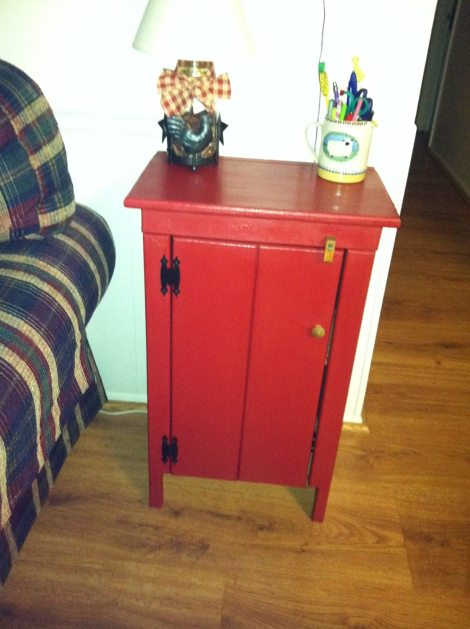 Lisa red cabinet