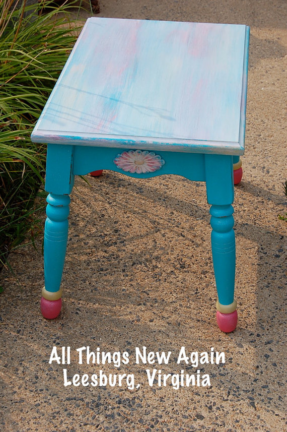 turquoise daisy table