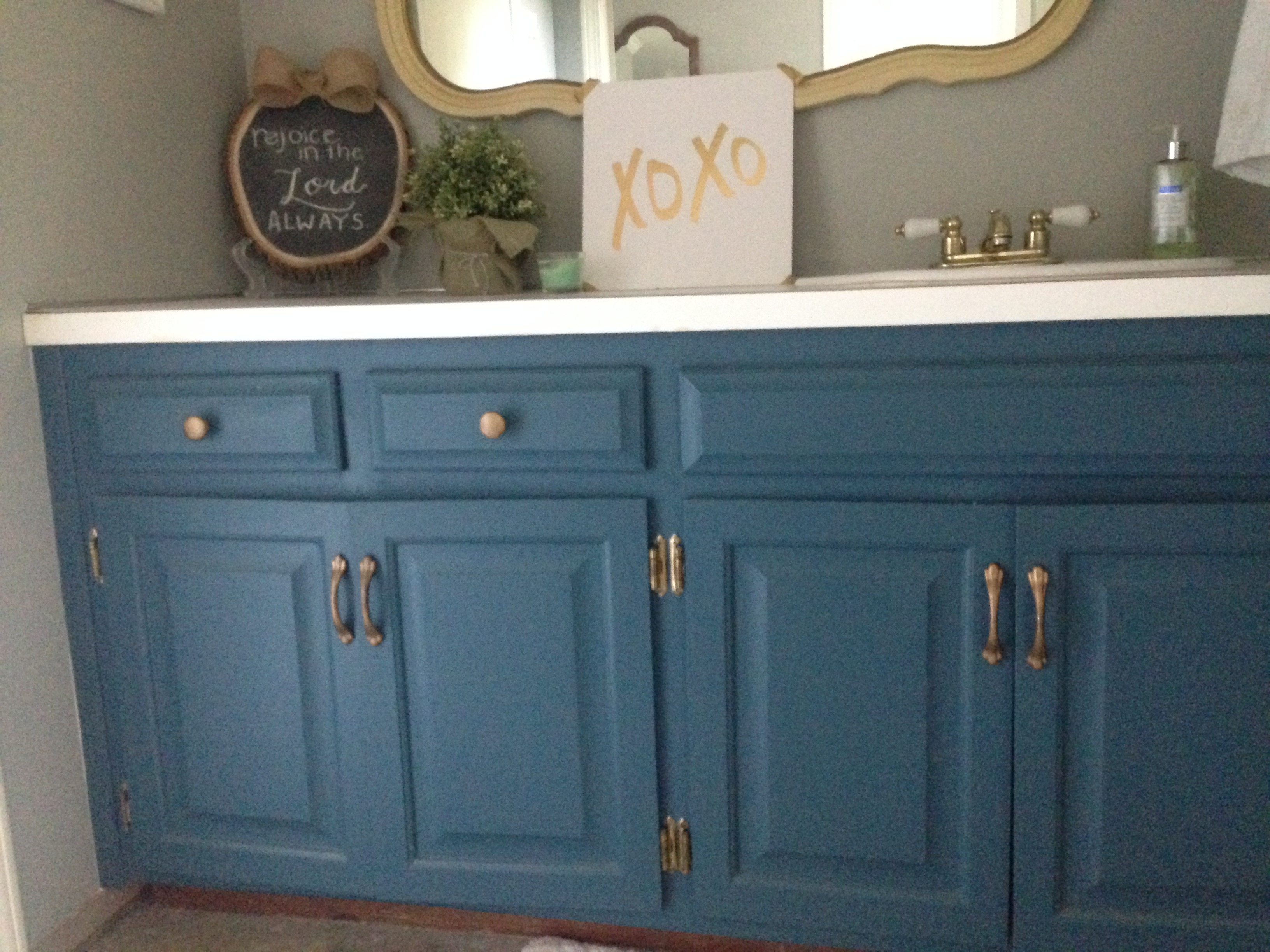 Painted Bathroom Vanity 25 Simple Bathroom Vanities Painted With Chalk Paint