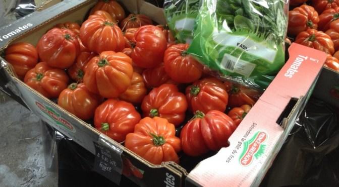 PUMARORU CA CIPUDDA (Tomatoes with onions). INSALATA DI POMODORO (Tomato salad)