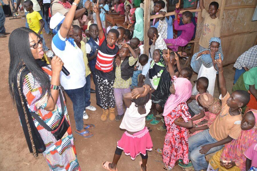 fadan-president-mrs-funmi-ajila-addressing-the-children
