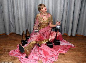 Taylor Swift wins 6 awards