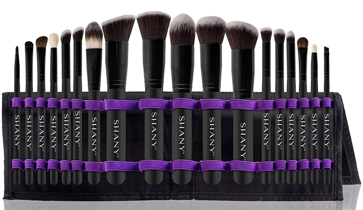 1.... for the makeup artist..... set of brush