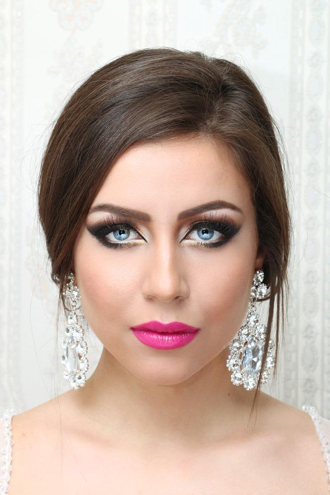 Bold-Wedding-Makeup-Pink-Lips