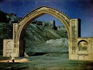 The famous arch at Qala-i-Bust or Bost, in Helmand. Source Wikipedia