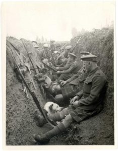 A Scottish Regiment and their Ratter Dog in the trenches of WW1