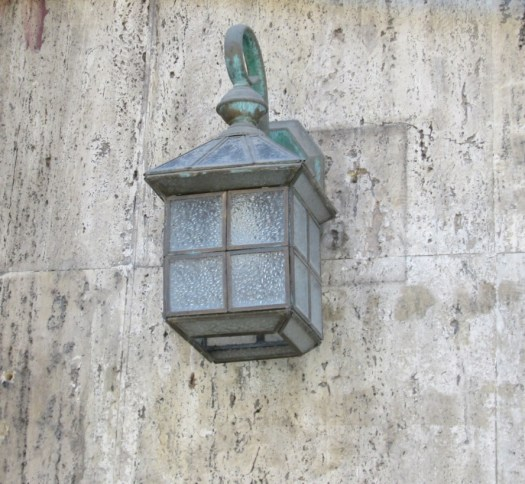 A frosted lamp post against a marble wall in Brasov. Image by @PatFurstenberg