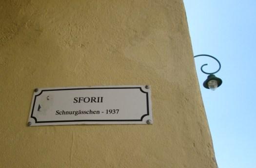 A lamp post bordering Strada Sforii, Rope Street, in Brasov, Romania. Image by @PatFurstenberg