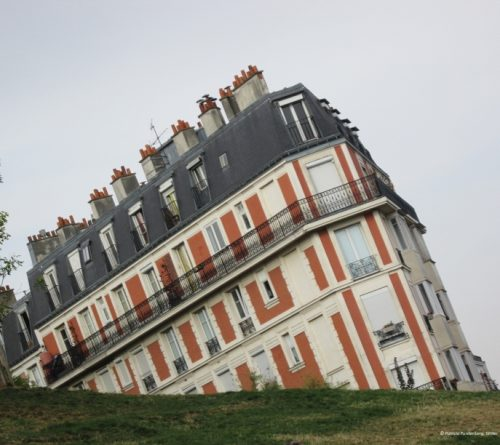 the sinking house of Paris, Montmartre