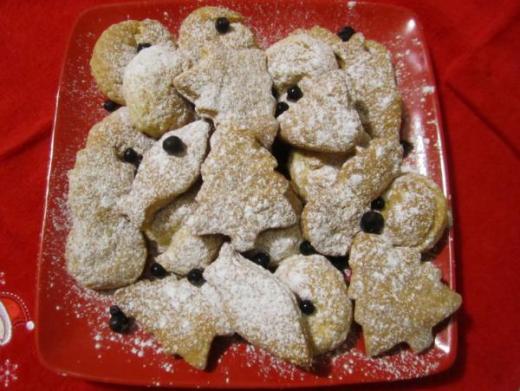 Печенье на вине, посыпанное сахарной пудрой