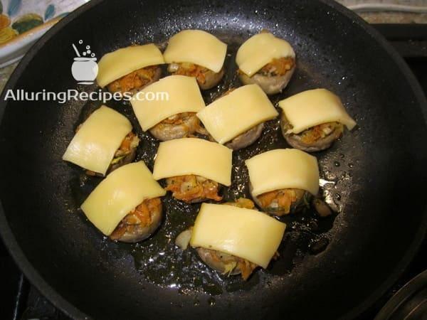 шампиньоны с сыром