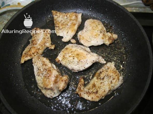 1. Куриное филе на сковороде