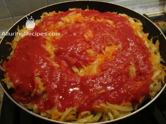 Добавьте томатную пасту 1