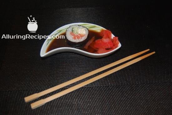 Суши-роллы в соевом соусе