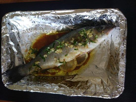 Перекладываем рыбу на противень