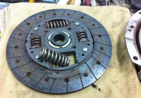 Broken, Made In China Subaru Clutch Disc