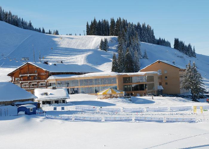 Winterurlaub Direkt An Der Skipiste  4* Almhotel