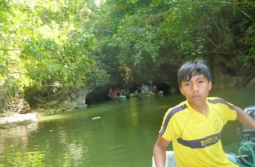 Entrando a la Cueva de Bayano