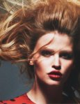 Lara-Stone-Vogue-Magazine-Paris-March-2014_003