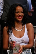 Rihanna-see-through-NBA-NewYork_004