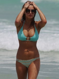 Alyssa-Arce-Boobs-in-a-Bikini-on-Miami-Beach-09