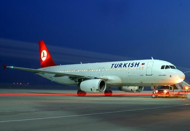 تفتيش طائرة للخطوط التركية في اسطنبول بعد تهديد بوجود قنبلة
