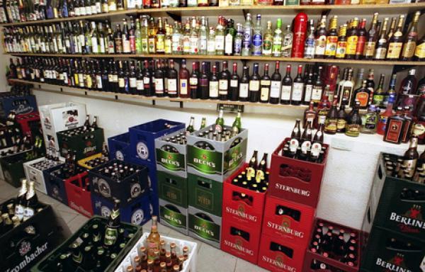 """فرنسا """"تمنع"""" بيع الخمور بسبب شغب جماهير """"يورو 2016"""""""