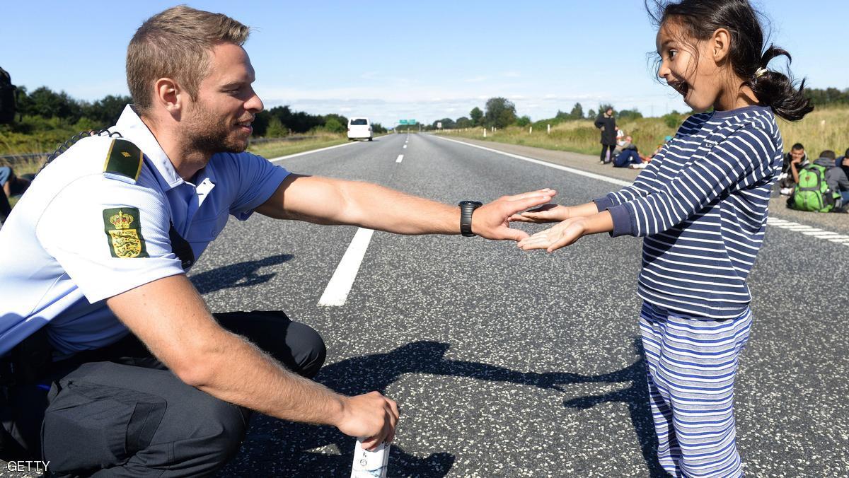 """الدانمارك بدأت تجريد طالبي اللجوء من """"أشيائهم الثمينة"""""""