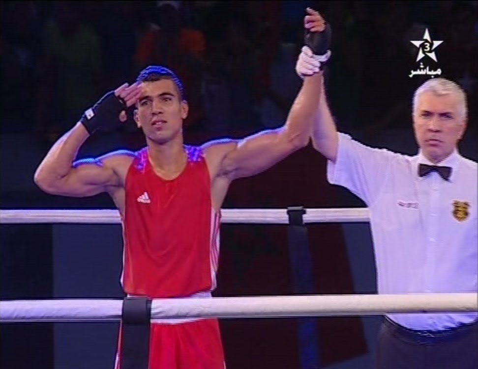تأهل الملاكم محمد الربيعي لدور الربع بعد نزال قوي أمام خصم كيني