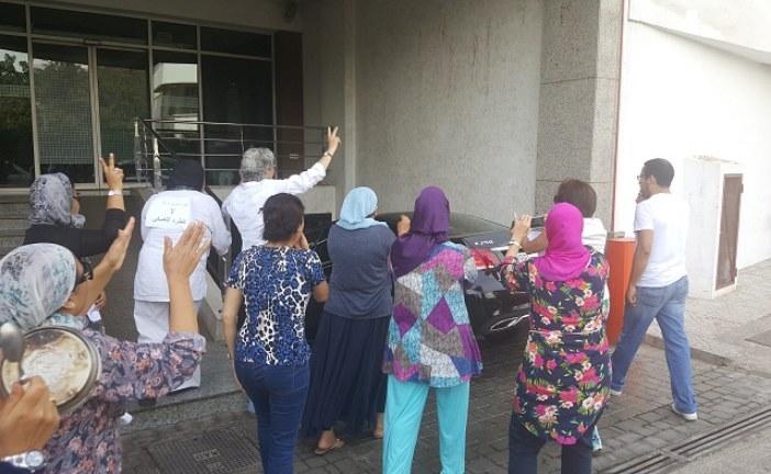 """صحافيو ومستخدمو """"ماروك سوار"""" يحاصرون سيارة الهيثمي بعد أيام من الاعتصام"""