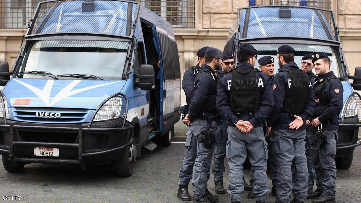 اعتقال مغاربة متورطين في شبكة للزواج الأبيض بإيطاليا