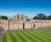 قصر اسكتلندى عمره 800 سنة معروض للبيع بمبلغ 9.7 مليون دولار (صور)