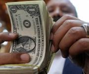 متوسط سعر الدولار يتراجع أكثر من 4 قروش أمام الجنيه خلال تعاملات اليوم