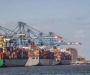 ميناء دمياط يستقبل 23500 طن قمح ويُصدر 18000 طن يوريا