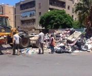 تكدس القمامة يلوث هواء العاصمة الليبية ويخنق سكانها