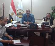 رئيس مرسى مطروح يستمع لمطالب أهالي إحدى القرى لحل مشكلاتهم