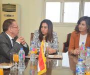 وزيرة الهجرة ومحافظ دمياط تبحثان مع مستثمرين تصدير الأثاث المصري عالميا (صور)