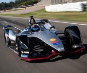 انطلاق الدورة الرابعة من سباقات فورميلا E للسيارات الكهربائية (صور)
