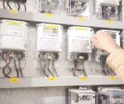 الحكومة تلغي نظام الممارسات وتصدر عدادات كهرباء كودية للمباني المخالفة