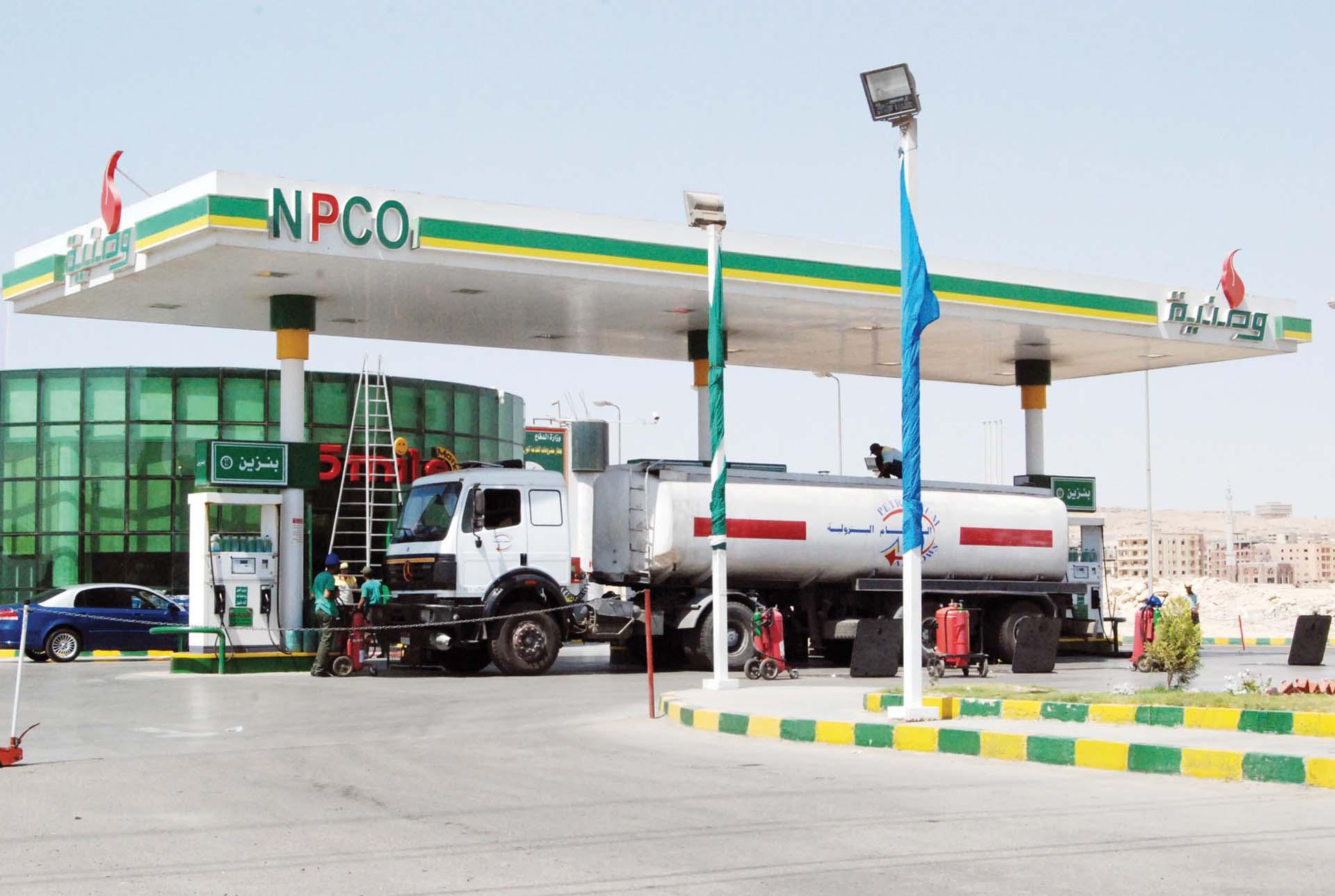 خبراء يطالبون الحكومة بخفض أسعار البنزين مراعاة للبعد الاجتماعى - جريدة المال
