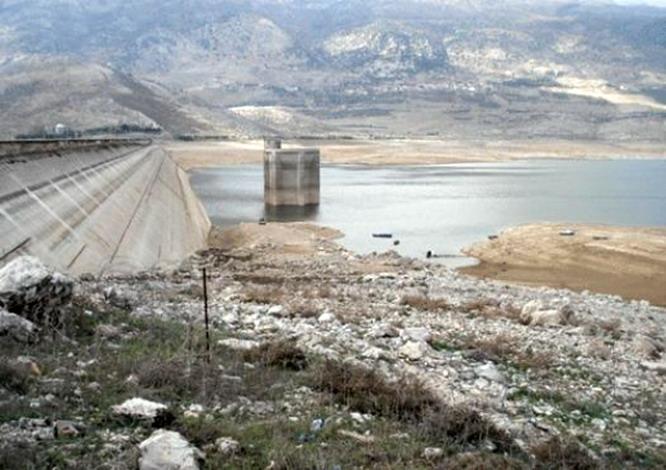 تلوث بحيرة القرعون