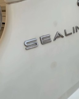 Introducing our Sealine Yatch... what a beau😍💦🛥 Slots are getting filled, who's interested in coming for our cruise today? We got a few slots open. #boat #boatlifestyle #naija #sailing #boatcruise #luxurylifestyle