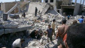 Siriani scavano nelle macerie
