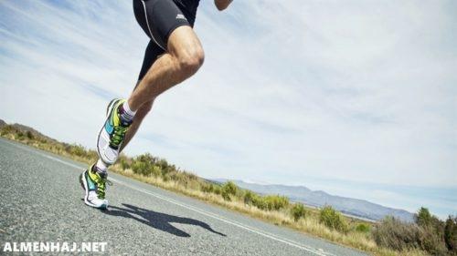 يمارس سلمان رياضة الجري ستة أيام في الأسبوع بحيث يجري 4 كلم في اليوم الواحد فإذا قرر أن يجري ثلث هذه المسافة فقط كل يوم فكم كيلومترًا